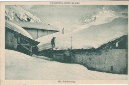 74 TRELECHAMP AU DESSUS D ARGENTIERE SKIEUR SUR UN TOIT ENNEIGE CHAMONIX MONT BLANC EN HIVER  Editeur MONNIER 260 - Chamonix-Mont-Blanc