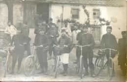 WW1 Carte Photo Groupe De Soldats Dont 5 Facteurs ? à Bicyclette - Guerre, Militaire