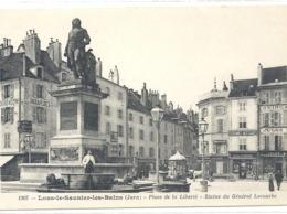 1307. LONS-LE-SAUNIER-LES-BAINS . PLACE DE LA LIBERTE . STATUE DU GENERAL LECOURBE . CARTE NON ECRITE - Lons Le Saunier