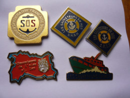 5 Pin S SAUVETEURS EN MER   Different A Voir - Barcos