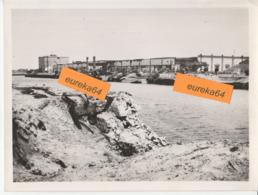 PORT DE DUNKERQUE - HANGAR AUX TEXTILES - Photographie Datée 1945 - Format 17,5 X 23,5 Cm - Dunkerque