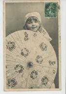 ENFANTS - LITTLE GIRL - MAEDCHEN - Jolie Carte Fantaisie Portrait Fillette Avec Ombrelle - Portraits
