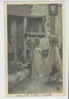 ENFANTS - LITTLE GIRL - MAEDCHEN - Jolie Carte Fantaisie  Fillettes Déposant Leurs Souliers Au Pied De La Cheminée - Portraits