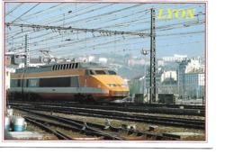 69 LYON Cpm Le TGV à Lyon - Lyon