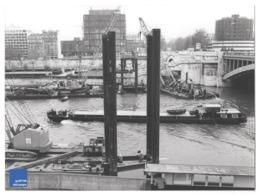 Courbevoie Et Neuilly Sur Seine Travaux Barge Péniche - Photographie Beau Format - Navigation Pont De Grue Emco B1 - Lieux