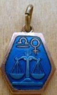 Medz-004 Médaille Zodiac émaillée Bleue,pourtour Cuivré BALANCE - Religion & Esotericism