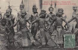 CPA CAMBODGE - Phnom-Penh - Danseuses Du Roi Dans Le Mouvement De La Danse - Cambodge