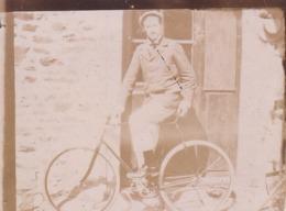 Photographie Ancienne Jeune Homme En Vélo écrite Au Dos Difficile A Lire ( Ref 264) - Sports