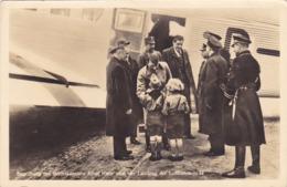 CPA ADOLF HITLER Atterit Et Accueillit Par 2 Enfants - Avion De La Lufthansa JU 52 Allemagne WW2 Guerre - Oorlog 1939-45