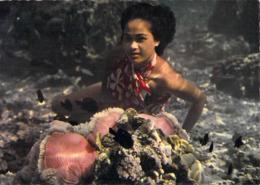 Polynésie Française-BORA BORA Dans Le Lagon Jeune Tahitienne Devant Une Anémone De Mer Coral Flower LABAYSSE Tahiti @ - Polynésie Française