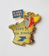 Pin's Coccinelle Carte De France Bonne Année 1994  LA POSTE  - CBJ - Poste