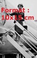 Reproduction D'une Photographie Ancienne D'une Hôtesse De L'airde La Swissair En 1967 - Riproduzioni
