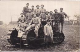CARTE-PHOTO 506è RCC Groupe Militaires, Tankistes, Char D'Assaut Tank Le 5/12/1926 - Regimenten