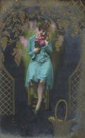 Jeune Femme Dans Un Decor Style Art Nouveau RV - Femmes