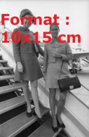 Reproduction D'une Photographie Ancienne D'hôtesses De La Compagnie Swissair En 1974 - Riproduzioni