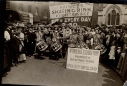 WOMEN'S EXHIBITION PRINCE SKATING RINK SUFFRAGETTE DRUM AND FIRE BAND 16*12CM Fonds Victor FORBIN 1864-1947 - Photos