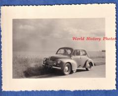 Photo Ancienne Snapshot - Belle Automobile RENAULT 4CV - Auto Carrosserie Calandre Nuage - Automobiles