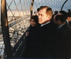 Le Général  ALEXANDRE LEBED  Possible Successeur à  BORIS ELTSINE  Au Sommet De La  TOUR EIFFEL  En 1997 - Personnes Identifiées