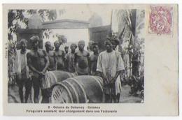 Cpa Bon Etat   Bénin ,cotonou    Piroguiers Amenant Chargement Dans Factorerie,rare,  P'tits Trous épingle Bas Carte - Benin