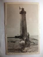 Carte Postale Les Sables D'Olonne (85) En Pleine Mer - Le Phare Des Barges  (Petit Format Non Circulée ) - Sables D'Olonne
