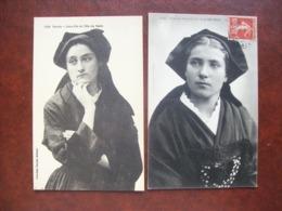 Lot De 2 Cartes  Postales Anciennes De Bretagne   - Jeunes Femmes De L'Ile De Sein - Costumes