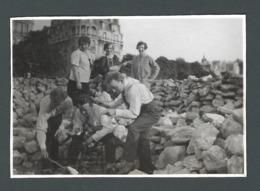 Photo Ancienne Mais Que Font Ils ? Groupe De Jeunes Gens S'amusant Au BOIS De BOULOGNE En 1927 - Photos