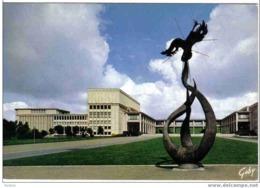 """Carte Postale  14. CAEN  L'Université Et La Statue """" Le Phénix """" Sculpteur Louis Leygue - Caen"""