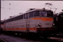 Photo Diapo Diapositive Slide Train Wagon Locomotive Electrique SNCF 9324 à Ivry Le 8/02/1992 VOIR ZOOM - Diapositives (slides)