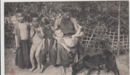 VIET NAM TONKIN LA VIE AU CHAMPS TOILETTE DE L'ENFANT TBE - Viêt-Nam