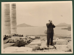 B-39431 SOUNION 1950s. Temple Of Poseidon / Man. Photo. - Anonymous Persons