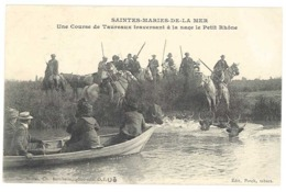 Cpa Saintes Maries De La Mer - Une Course De Taureaux Traversant à La Nage Le Petit Rhône - Saintes Maries De La Mer
