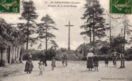 La Merlatière : Calvaire De La Croix Rouge - France