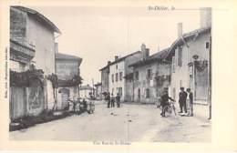 01 - SAINT DIDIER SUR CHALARONNE - Une Rue Du Village ( Bonne Animation ) CPA Village ( 2.830 Habitants) - Ain - France