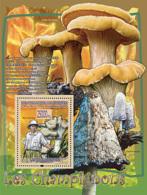Guinea 2008 MNH - FAUNA- Mushrooms: Craterellus Cornucopioides, Albert Schweitzer. YT 838, Mi 5460/BL1500 - Guinea (1958-...)