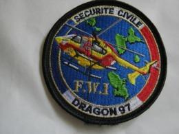 RARE ECUSSON SECURITE CIVILE DRAGON 97 FWI SUR VELCROS ETAT EXCELLENT - Firemen