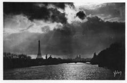 CP 75 Paris Seine Coucher De Soleil Sur La En Flanant 112 Yvon - The River Seine And Its Banks
