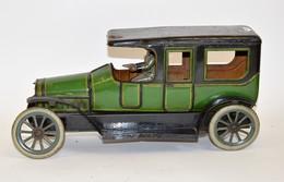 CARETTE: Limousine Allemande En Tôle Lithographiée Verte Et Noir, Moteur Mécanique à Ressort Boudin, Deux Portes Ouvrant - Other Collections