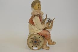 Automate Joueur De Lyre, France, Fin XIXème Siècle, En Tôle Peinte, Tissu Et Celluloïd. Mécanique En Ordre De Marche. Ha - Otras Colecciones