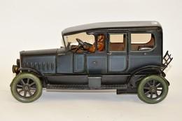 BUB: Limousine Bleue En Tôle Lithographiée, Avec Chauffeur. Pare Brise En Verre Biseauté. Bon état Général. Début XXème. - Other Collections