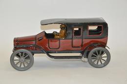 FISCHER: Limousine Mécanique En Tôle Lithographiée Rouge Et Noir, Avec Chauffeur. En Bon état De Conservation. Longueur: - Other Collections