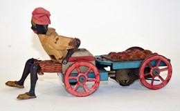 FERNAND MARTIN: L'autopatte. Mécanisme D'horlogerie, Tôle Et Tissus. Le Personnage Accroupi Pousse, à Reculons, Son Char - Other Collections