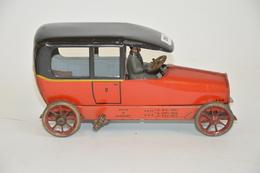 LEHMANN: Limousine Mécanique ITO, Rouge à Toit Noir, Avec Chauffeur. Longueur: 17.5 Cm. Période De Production: De 1914 à - Otras Colecciones