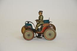ISSMAYER (attribué à): Vis à Vis En Tôle Lithographiée Avec Chauffeur. Mécanisme D'horlogerie Avec Clé.  Longueur: 10.5  - Other Collections