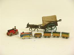 Trois Jouets En Tôle: Un Train Vapeur Avec Tender Et Trois Wagons Marqué: Japan; Un Tracteur Mécanqiue Chenillé Avec Con - Other Collections