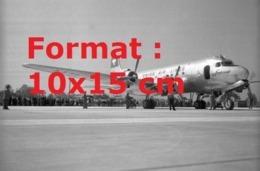 Reproduction D'une Photographie Ancienne D'un Avion DC-4de La Compagnie Swissair En 1948 - Riproduzioni