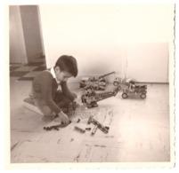 PHILIPPE JOUE AU MECCANO  15 FEVRIER 1965 - Anonymous Persons