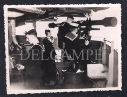 REAL PHOTO GREAT BRITAIN ENGLAND WW2 - ROYAL NAVY ARTILLERY RANGEFINDER IN WARSHIP DURING WORLD WAR TWO - Guerra, Militares