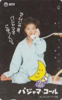 Télécarte Japon / NTT 110-020 - 105 U -  Femme Lune Au Téléphone - Woman Girl Moon & Phone - Japan National Phonecard - Japan
