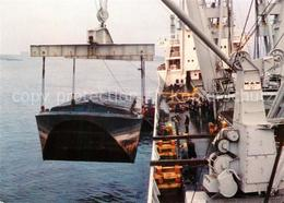 73280075 Schiffe_Ships_Navires MS Werdenfels Bremen Uebernahme Eines Leichters - Schiffe