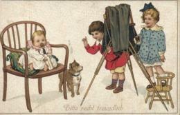 Illustrateur Bitte Recht Freundlich Photographie D'un Bébé Et D'un Chien Par Des Enfants RV - Scènes & Paysages